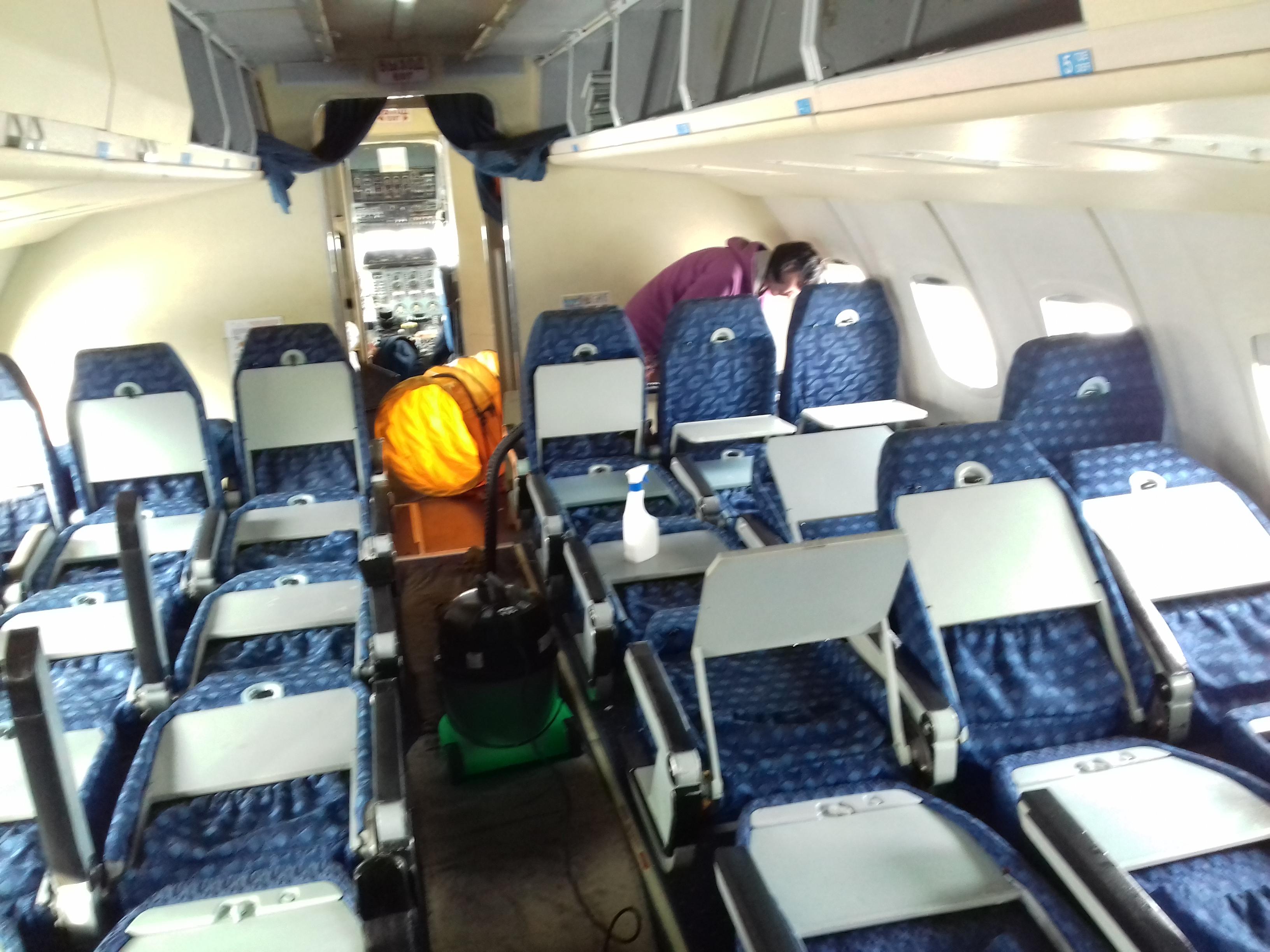 Уборка и химчистка самолета